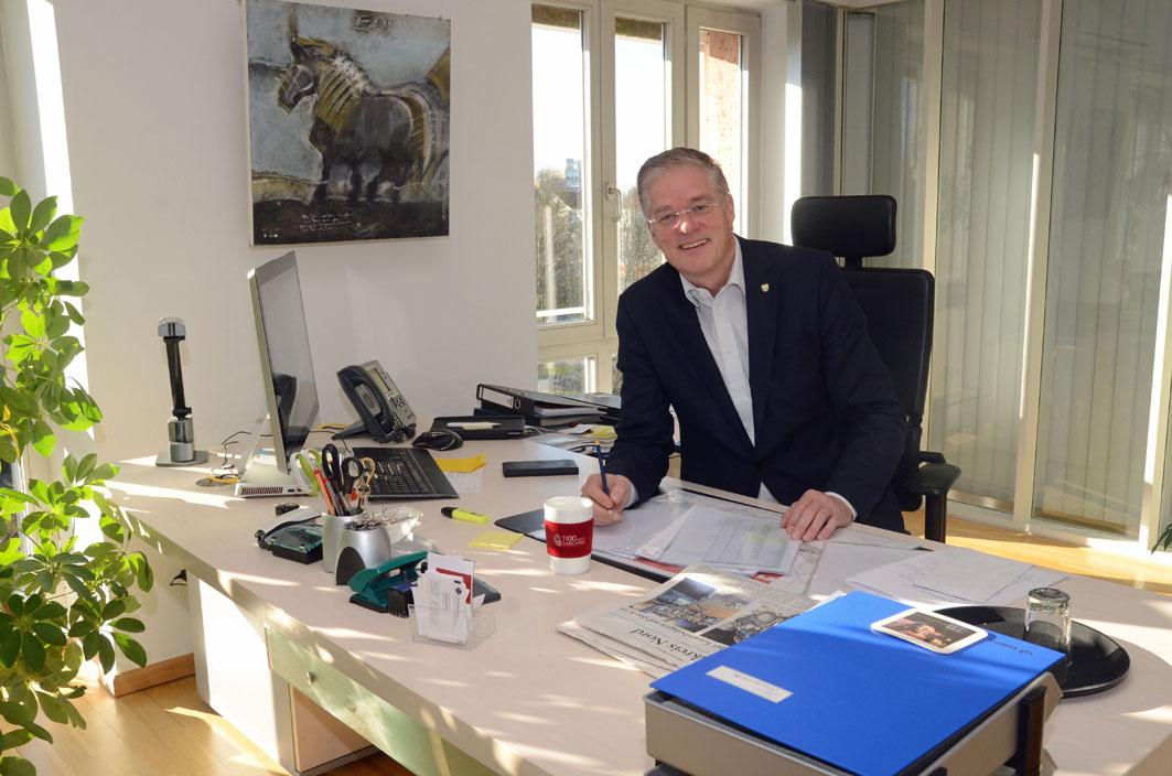 Bürgermeister Gruchmann am Schreibtisch